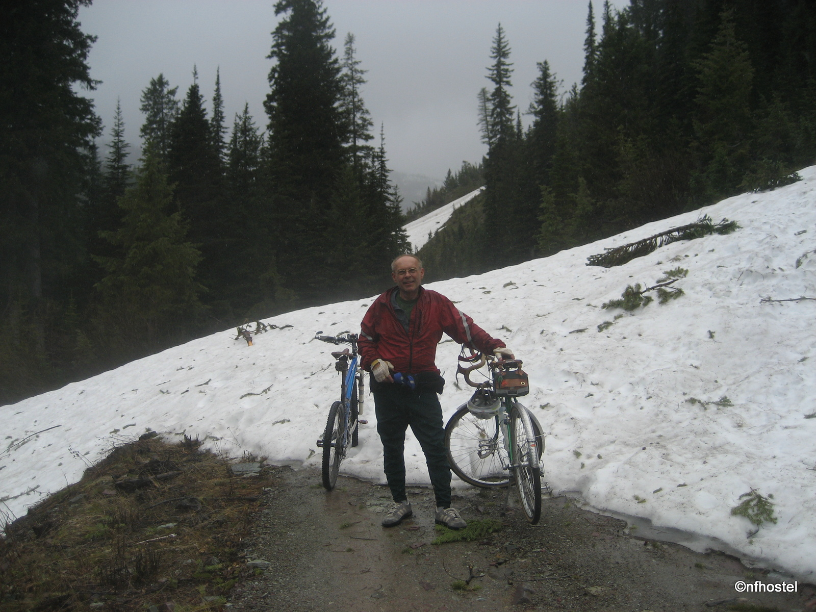 der alte anstreicher on a rainy ride up trail creek